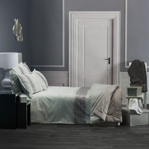 chambre-moderne-luminaire-chrome