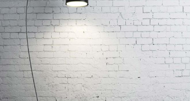 Comment bien s'éclairer sans percer les murs ?